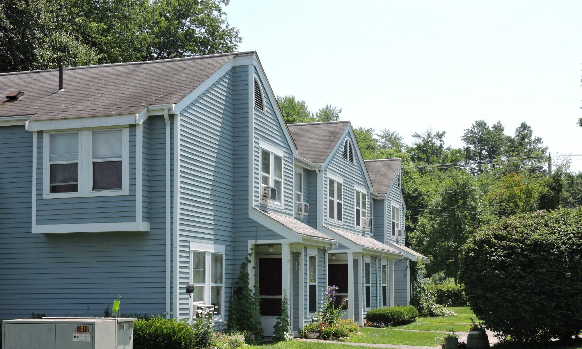 Riverboat Village Apartments